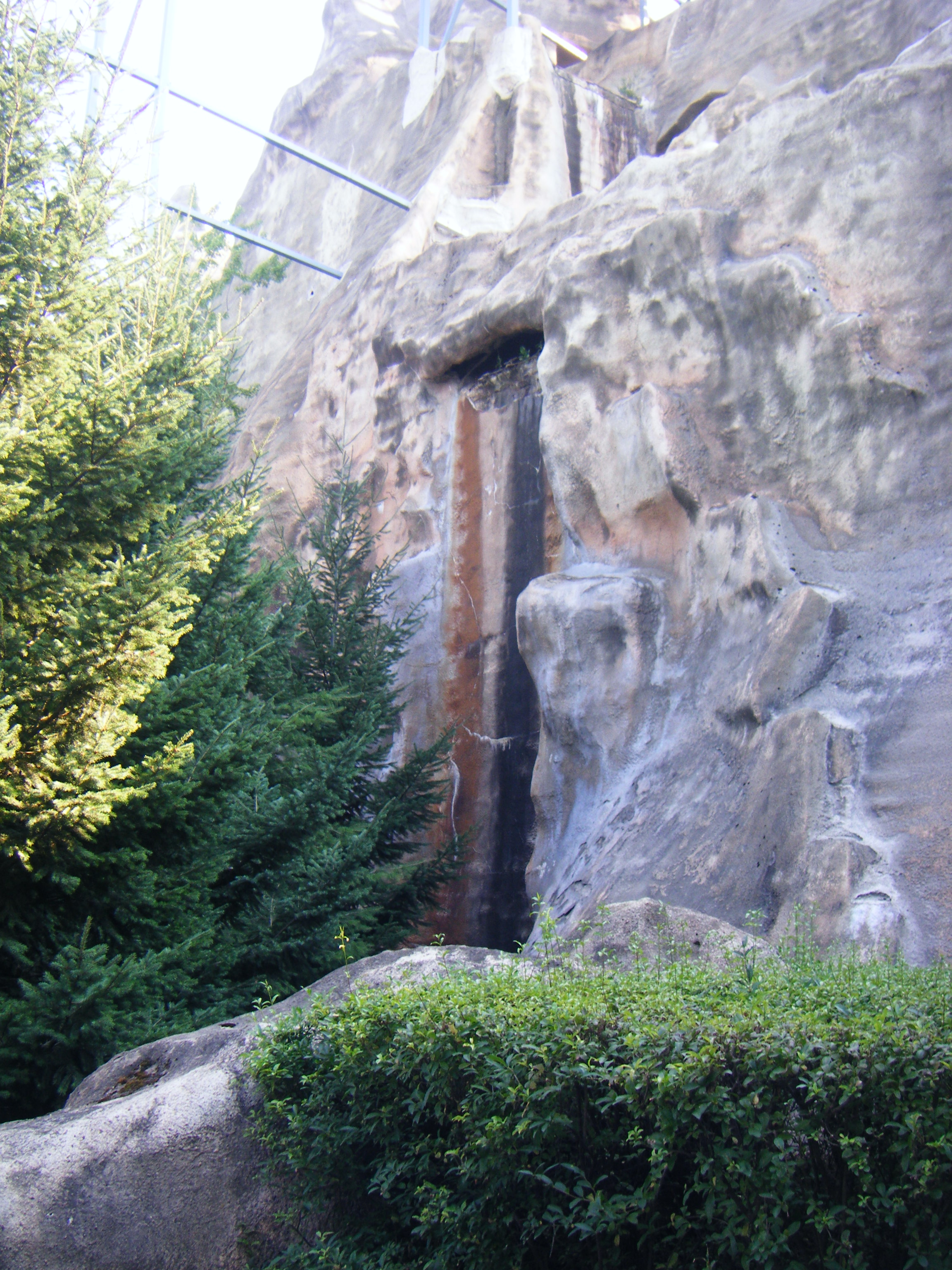 wonder_mountain_dry_backside_waterfall